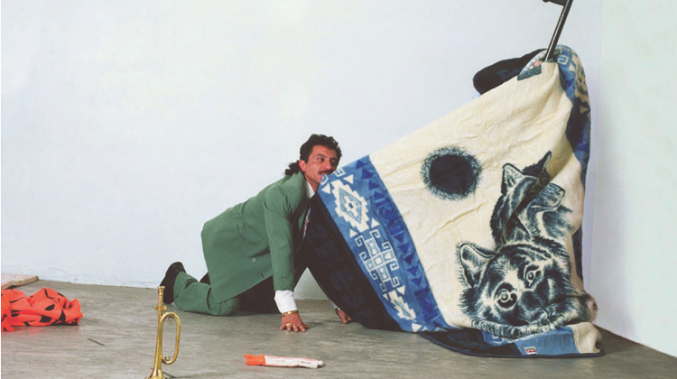 Yoshua Okón, Coyotería, 2003. Performance view. Mexico City. Courtesy of the artist.